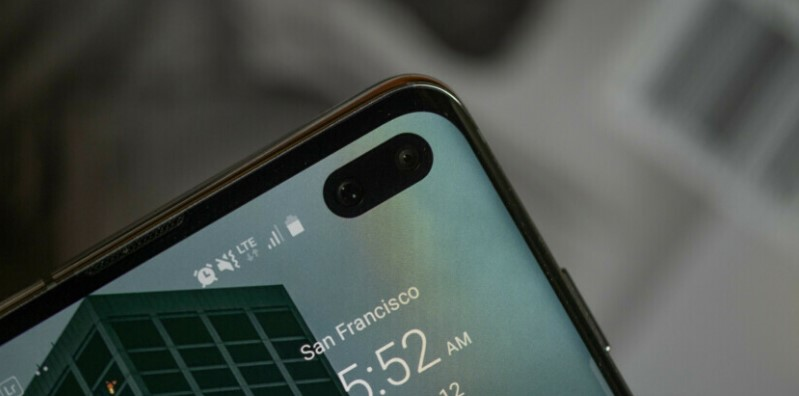 You can now get cutout wallpapers for your Galaxy S10 via Galaxy